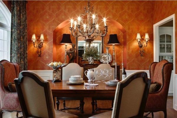 Столовая в оранжевом цвете в стиле викторианской готики