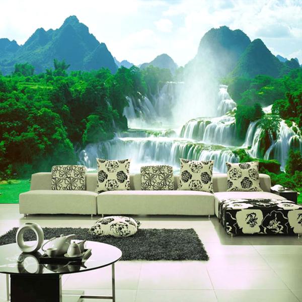 Вид на бурлящий водопад в интерьере гостиной
