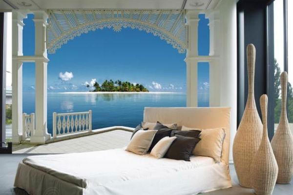 Вид на море в интерьере спальни