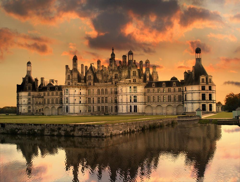 На фото, французский замок Шамбор