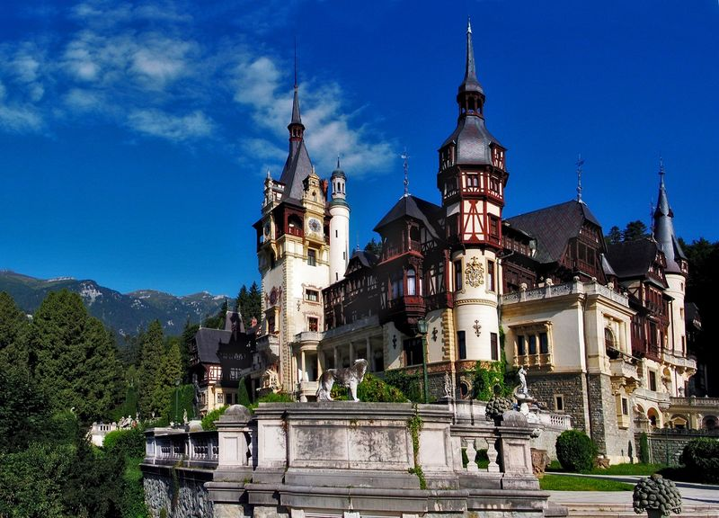 Румынский замок Пелеш в Карпатских горах