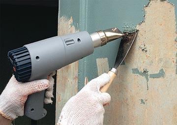 Использование фена для удаления старого покрытия
