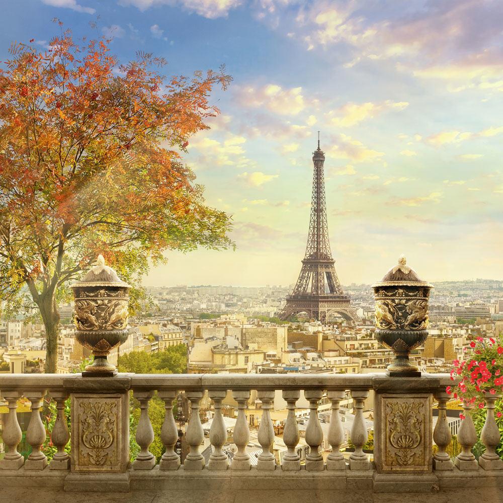 Балкон в Париже с видом на Эйфелеву башню