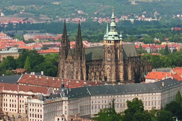 Чешский Пражский Град с собором Святого Вита в центре