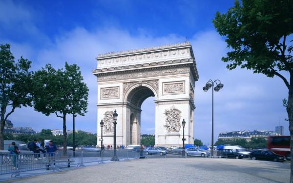 Елисейские поля и триумфальная арка