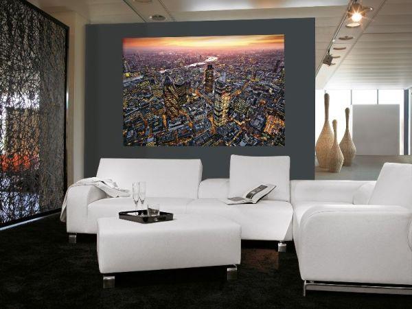 Гостиная и фотообои с видом мегаполиса с высоты птичьего полёта