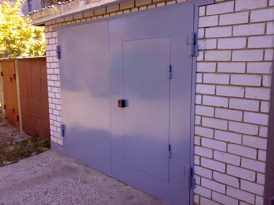 Калитка в гаражные ворота