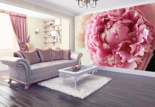 Крупный, одиночный цветок на фотообоях в интерьере гостиной