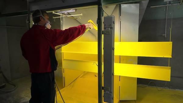 Место для работы с красками должны быть хорошо освещено