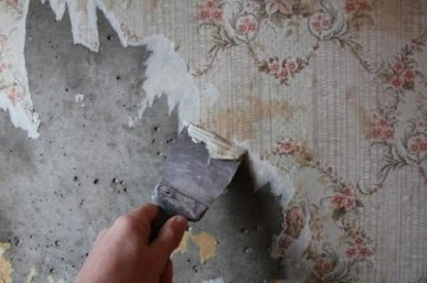 Очищение стен от старых обоев