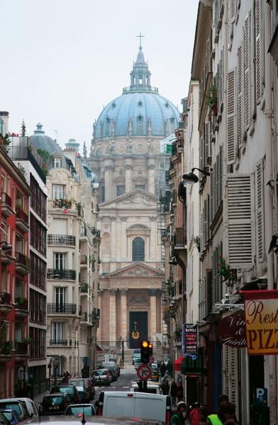 Парижская улица, выходящая на университет Сорбонна