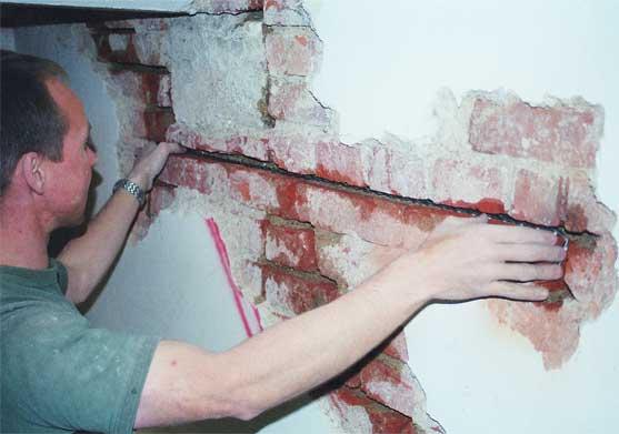 Подготовленный к ремонту участок стены
