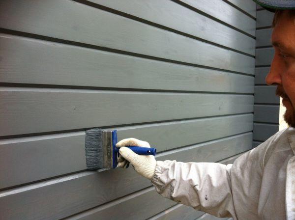 Покраска брусовой стены