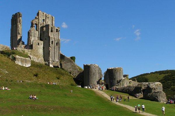 Руины английского замка Корфе