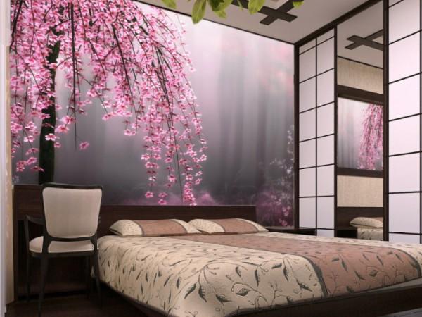 Сакура, нависающая над кроватью в спальне