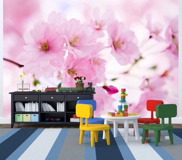 Цветки сакуры в интерьере детской комнаты
