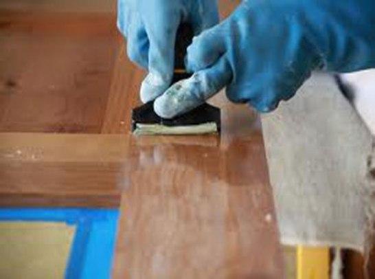 Удаление лака с деревянной поверхности