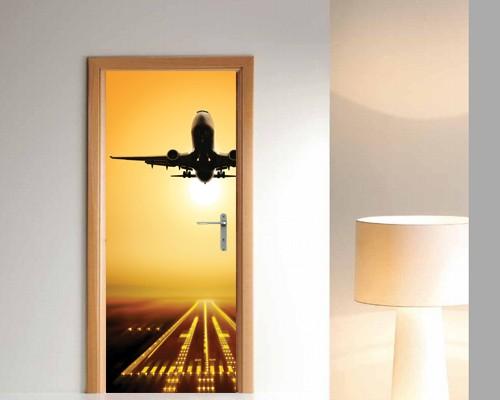 Фотообои с взлетающим самолётом на двери