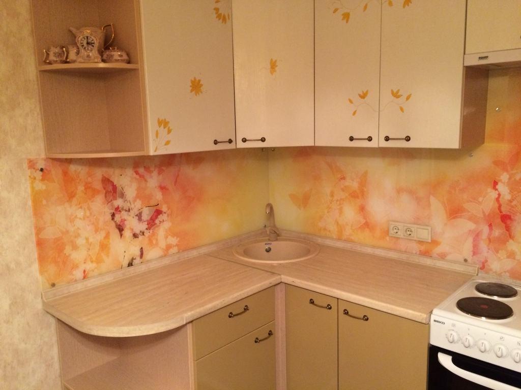 Фотообои с бабочками на кухне в виде кухонного фартука