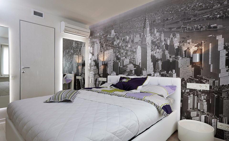 Панорамные фотообои с чёрно-белым городом в белой комнате девочки