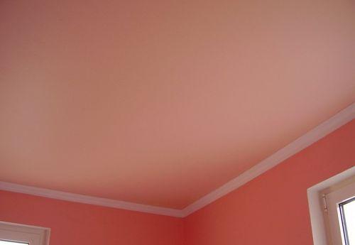 Чем красить потолок в комнате