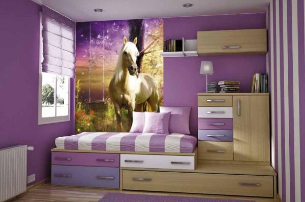 Фиолетовая детская и гармонично подобранные к ней фотообои с изображением лошади