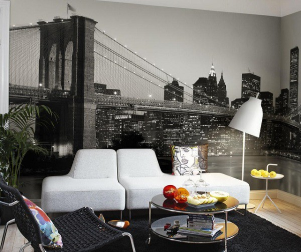 Фотообои с чёрно-белым изображением ночного города и моста в интерьере современной гостиной