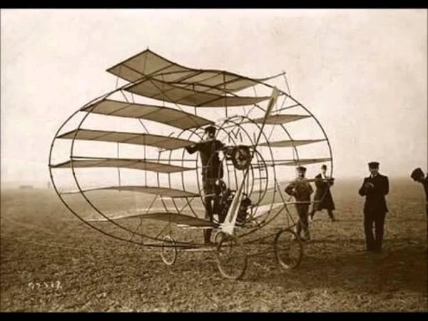 Фотообои с изображением первых изобретённых самолётов
