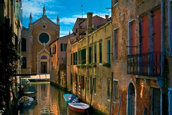 Фотообои с изображением улицы Венеции с 3д эффектом