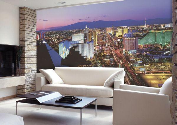 Фотообои с панорамным видом на ночной город, в интерьере гостиной