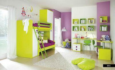 Игровое и спальное места в детской комнате