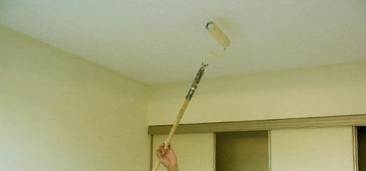 Как правильно покрасить потолок из гипсокартона валиком