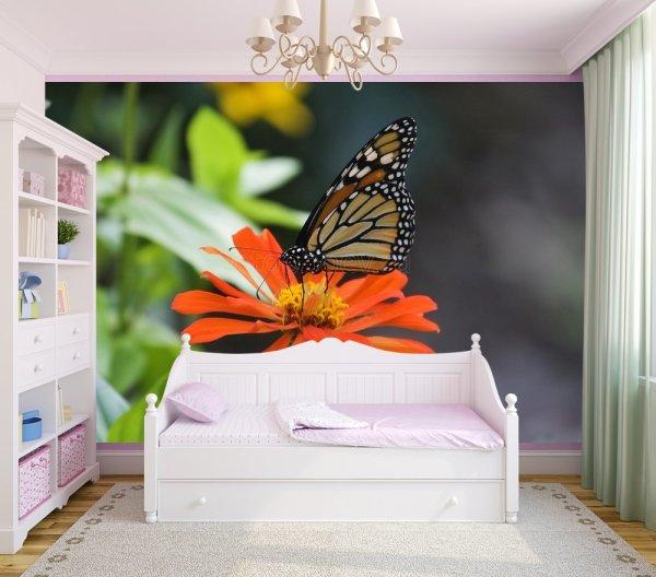 На фото, фотообои с бабочкой на цветке, в интерьере комнаты девочки
