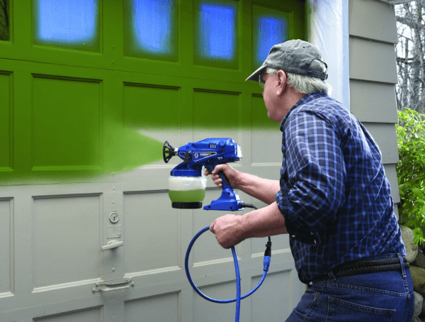Нанесение краски при помощи электрического краскопульта