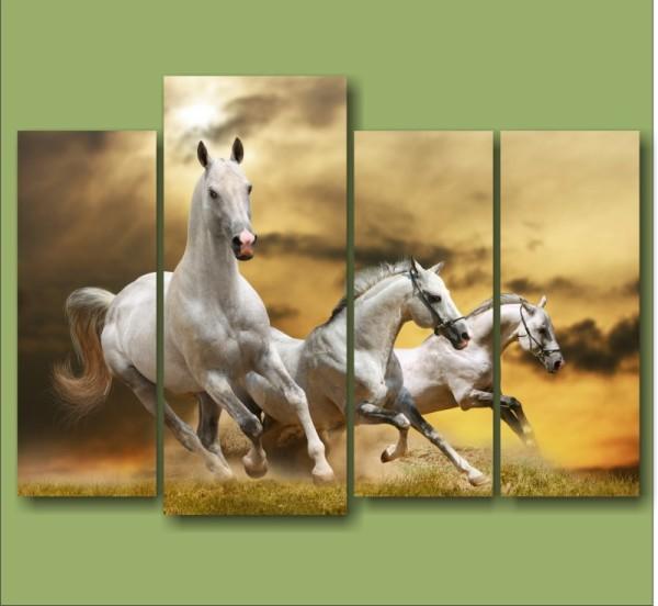 Настенное панно с изображением лошадей