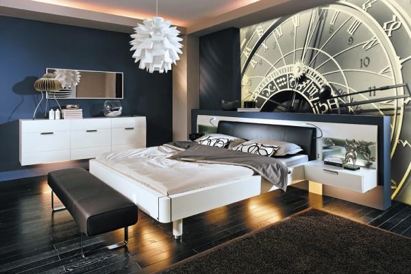 Оригинальные фотообои с чёрно-белым циферблатом часов в интерьере спальни