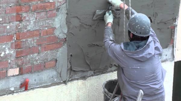 Оштукатуривание неровной кирпичной стены пескобетоном