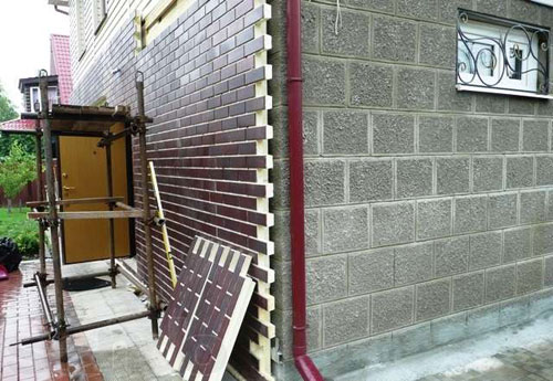 Отделка фасада панелями под кирпич