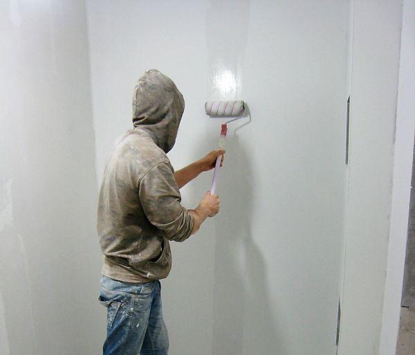 Под декоративное оштукатуривание поверхность требуется тщательно подготовить