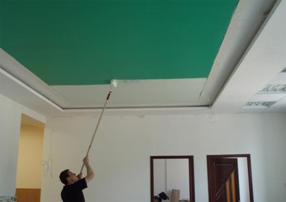 Чем покрасить потолок в квартире