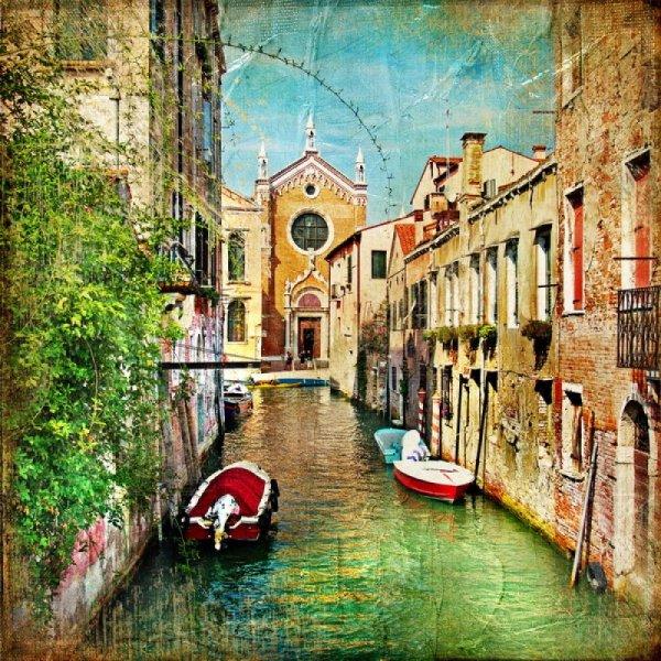 Текстурные фотообои с изображением венецианской улочки в античном стиле