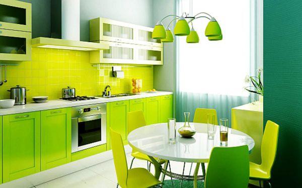 Зелёные обои в сочетании с ярко-зелёной мебелью на кухне