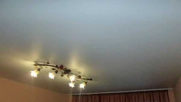 Бетонным и оштукатуренным потолкам а также другими материалами