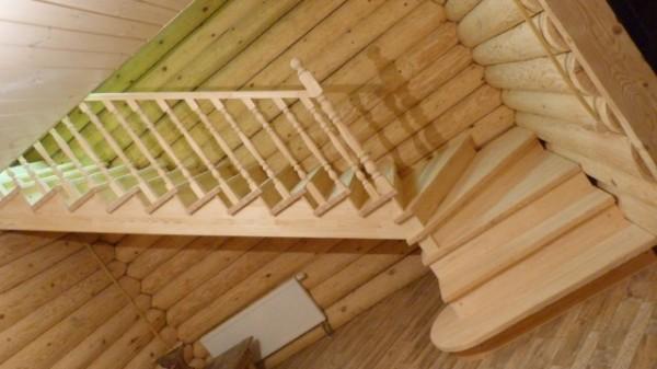 Чем красить деревянную лестницу в доме