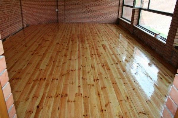 Чем покрасить полы в деревянном доме