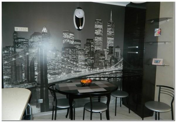 Фотообои с чёрно-белым изображением ночного современного города на кухне в стиле хай-тек