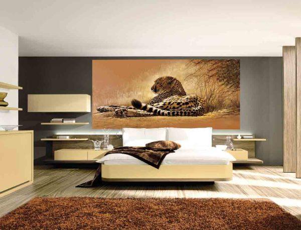 Фотообои с изображением отдыхающего леопарда в современном интерьере спальни