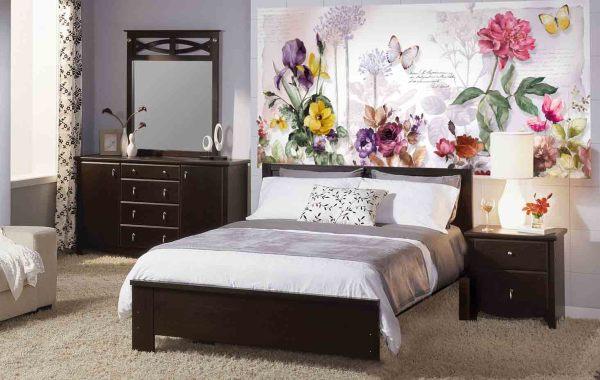 Фотообои цветы в спальне, создают яркий цветовой акцент