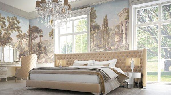 Фрески с античными сюжетами на всех стенах в интерьере спальни