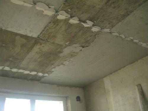 Как оштукатурить потолок по маякам